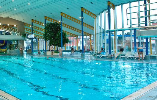 Bild: Sportbecken mit Sprunganlage