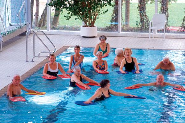 Bild:Schwimmer- / Nichtschwimmerbecken