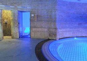 Bild:Dampfgrotte mit blauer Beleuchtung